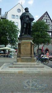 Hanfried Bronzefigur